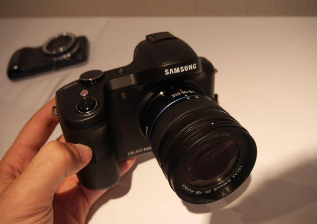 Samsung Galaxy NX can be pre – 1499 €