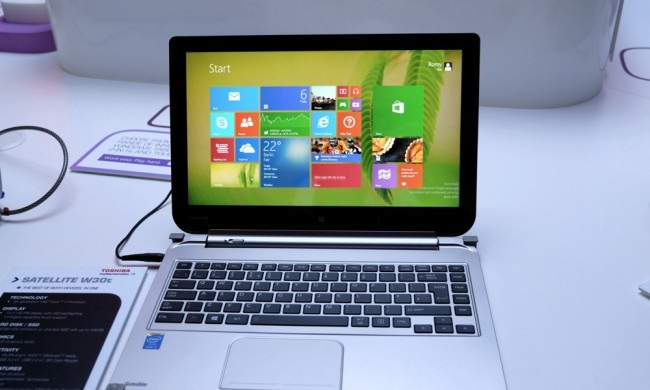 First look at the 13.3-inch hybrid tablet-notebook Toshiba Satellite W30t and W30Dt