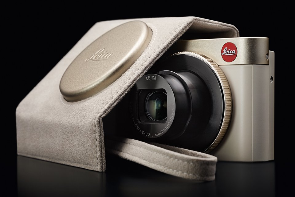 The new Leica with an electronic viewfinder and WiFi