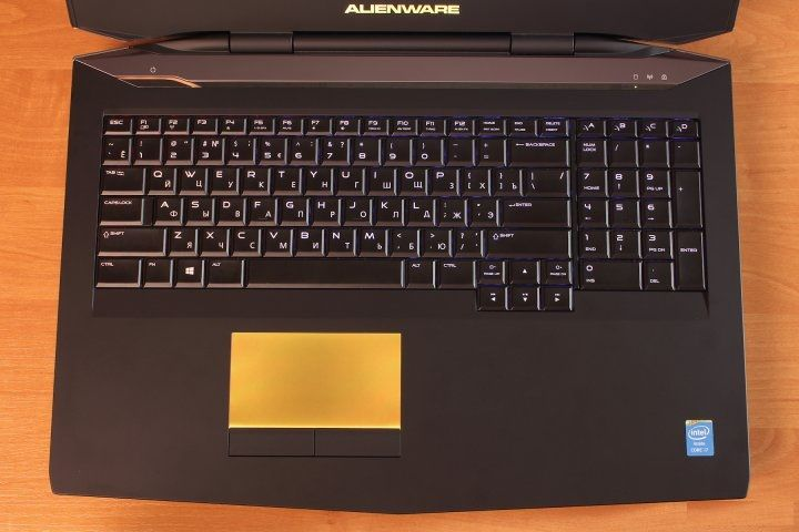 review-gaming-laptop-alienware-17-raqwe.com-04