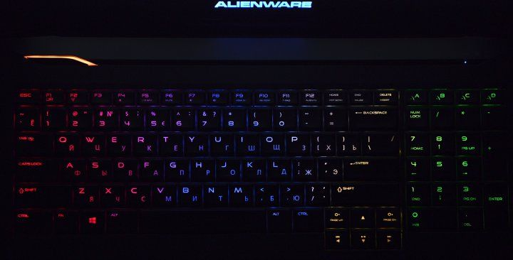 review-gaming-laptop-alienware-17-raqwe.com-12