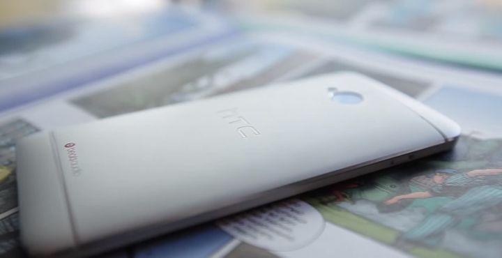 review-smartphone-htc-dual-sim-raqwe.com-02