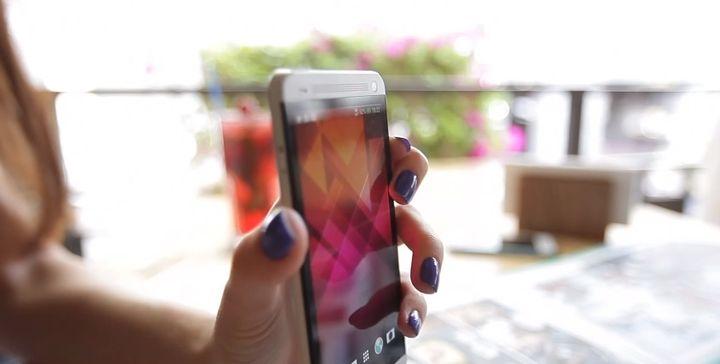 review-smartphone-htc-dual-sim-raqwe.com-09