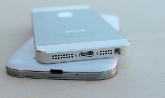 iphone-5s-vs-samsung-galaxy-s4-battle-flagships-raqwe.com-08