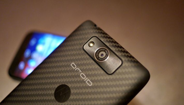 A preliminary comparison of Motorola DROID MAXX and Moto X