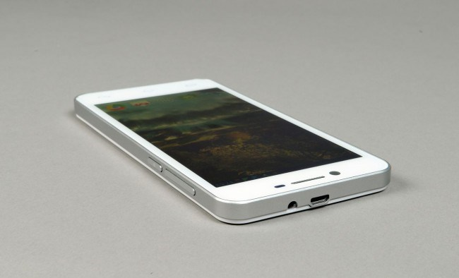 review-smartphone-gigabyte-gsmart-sierra-s1-raqwe.com-17