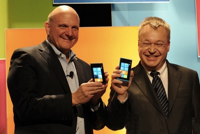 nokia-shareholders-approved-sale-microsofts-mobile-business-raqwe.com-01