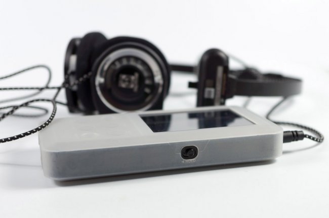 koss-porta-pro-overview-legendary-headphones-drawing-sporta-pro-raqwe.com-09
