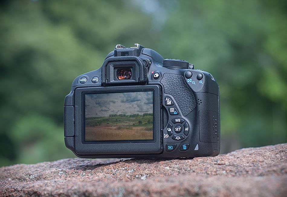 review-slr-camera-canon-eos-700d-raqwe.com-04