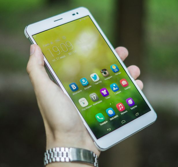 Review of the Huawei MediaPad X1 – a large smartphone or a small tablet?