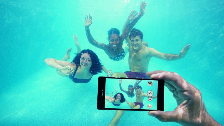 How to carry out underwater photography series smartphones Sony Xperia Z3
