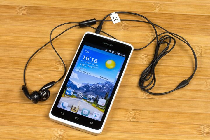http://www.raqwe.com/wp-content/uploads/2014/10/review-of-the-smartphone-huawei-ascend-y530-budget-price-raqwe.com-02.jpg
