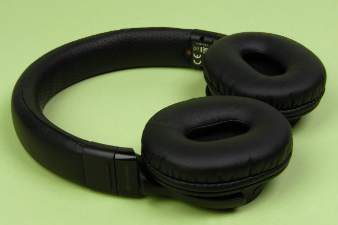 hi tech news review of bluetooth headset sony mdr zx750bn. Black Bedroom Furniture Sets. Home Design Ideas