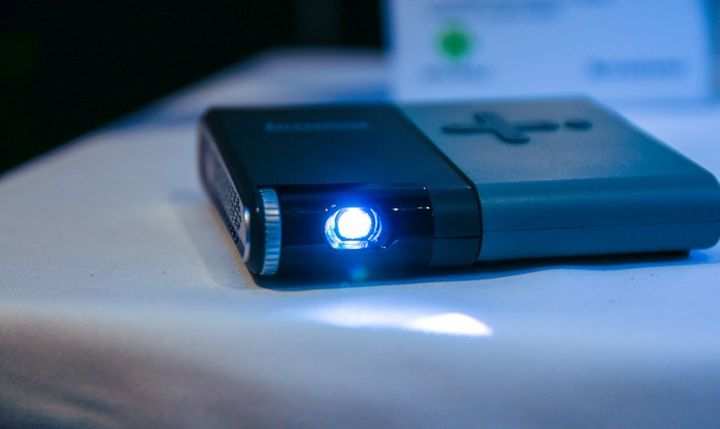 Hi tech news pico projector from lenovo with rotary module for Best pocket size projector