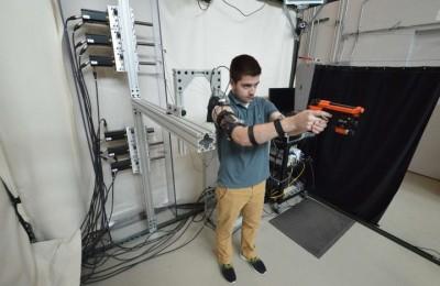 MAXFAS - exoskeleton technology, which teaches shoot