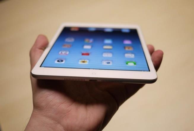 apple-afraid-release-ipad-mini-retina-display-raqwe.com-01