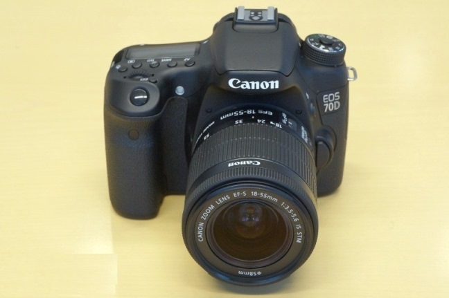 canon-eos-70d-slr-camera-shooting-video-raqwe.com-02