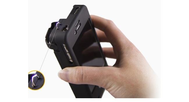 case-iphone-equipped-taser-raqwe.com-01