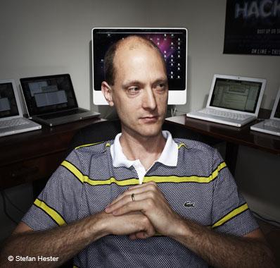 hacker-charlie-miller-hacked-cars-ford-toyota-raqwe.com-01