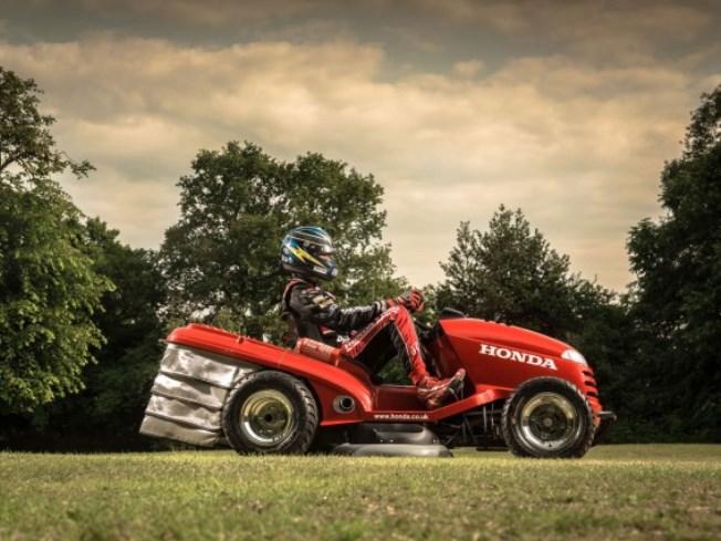 lawn-mower-0-100-kmh-4-seconds-video-raqwe.com-02