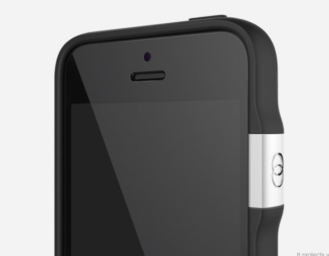 protective-bumper-juice-enables-recharge-iphone-ios-device-concept-raqwe.com-02
