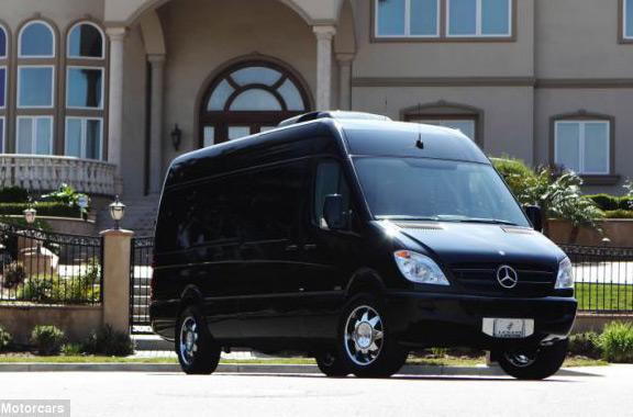 reale-luxury-minivan-mac-mini-ipad-apple-tv-450000-raqwe.com-01