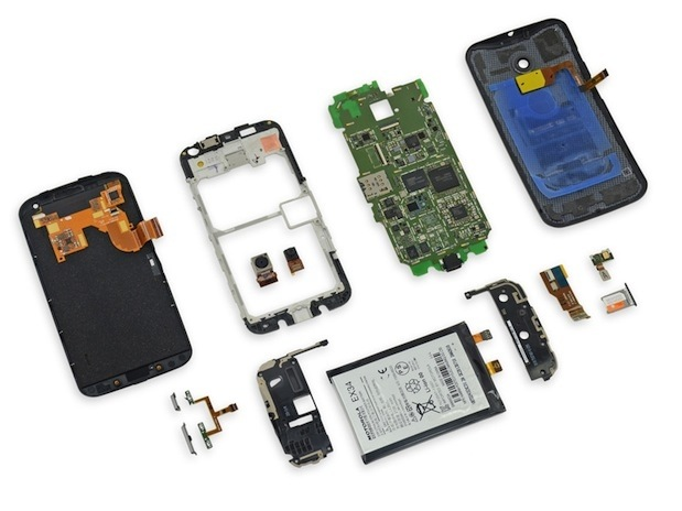 smartphone-experts-disassembled-parts-moto-raqwe.com-04