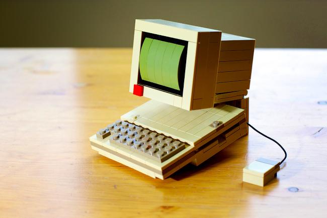 apple-iic-lego-raqwe.com-01