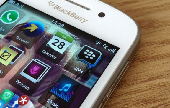 blackberry-reported-loss-1-billion-cuts-40-staff-raqwe.com-01