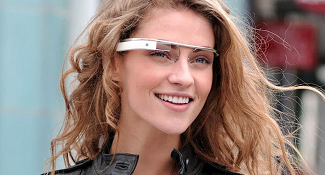google-glass-years-reach-europe-raqwe.com-01