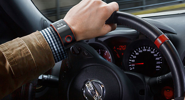 nissan-announced-concept-smart-watch-nismo-watch-drivers-raqwe.com-01