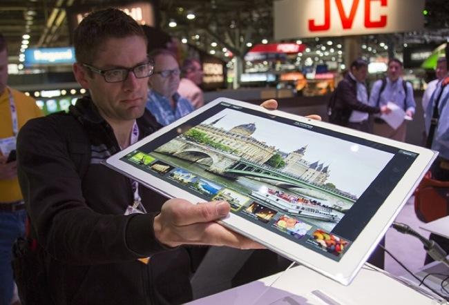 panasonic-introduces-ultra-hd-tablet-display-raqwe.com-01