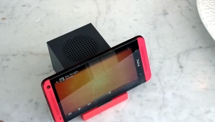 portable-system-smartphones-htc-boombass-raqwe.com-03