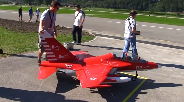 rc-yak-130-champion-international-show-jet-world-masters-raqwe.com-01