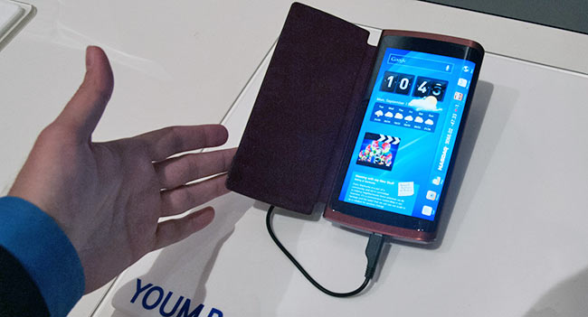 reuters-samsung-release-smartphone-curved-display-october-raqwe.com-01