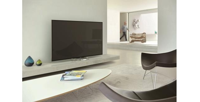 sony-showed-biggest-fullhd-tv-bravia-w85-raqwe.com-01