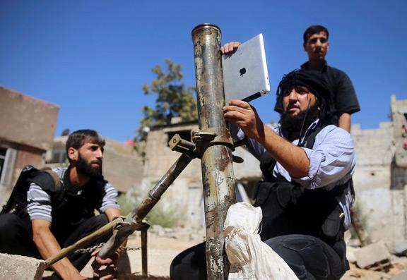 syrian-insurgents-ipad-aiming-artillery-raqwe.com-01