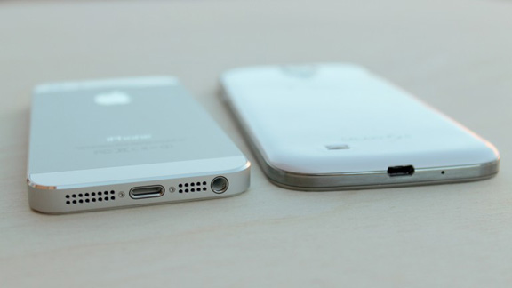 iphone-5s-vs-samsung-galaxy-s4-battle-flagships-raqwe.com-03