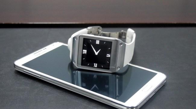 month-smartphones-compatible-samsung-galaxy-gear-raqwe.com-01