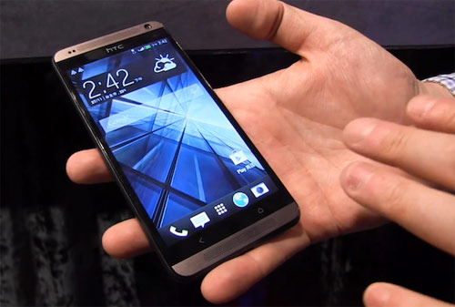 htc-desire-700-shown-hands-on-video-raqwe.com-01
