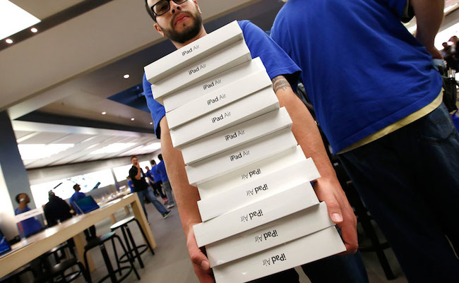 iPad-Air-on-Sale-in-the-U.S-raqwe.com-01