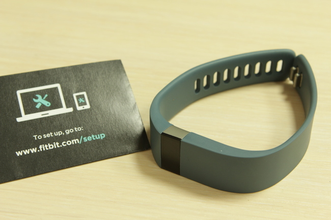 review-sports-pedometer-fitbit-force-raqwe.com-02
