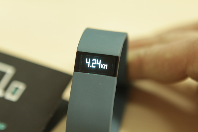 review-sports-pedometer-fitbit-force-raqwe.com-04
