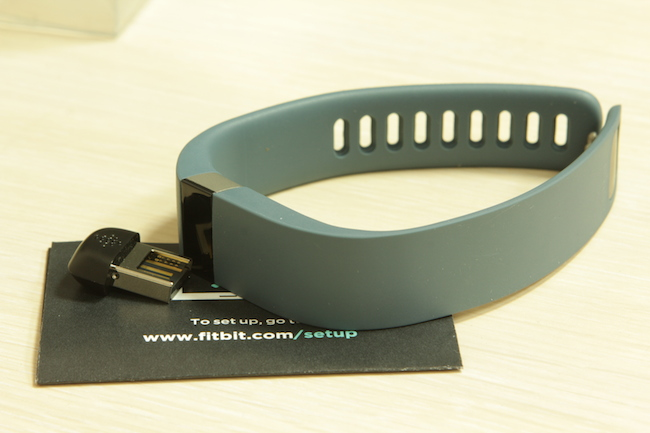 review-sports-pedometer-fitbit-force-raqwe.com-09