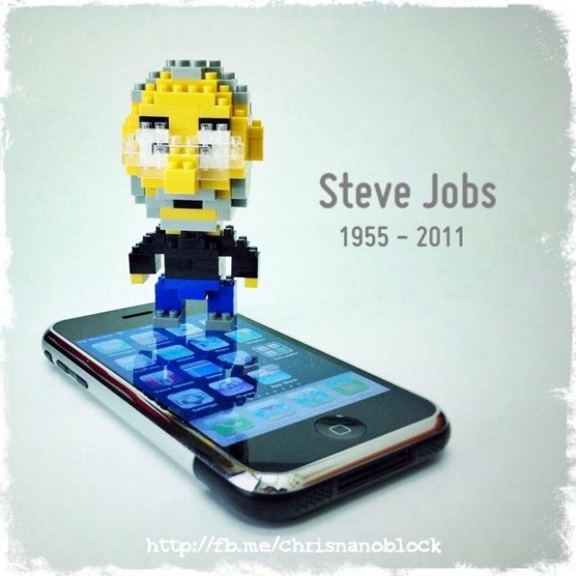 steve-jobs-collected-lego-raqwe.com-01
