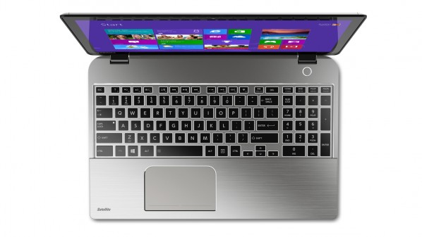 ultrabook-toshiba-satellite-e55t-review-raqwe.com-02