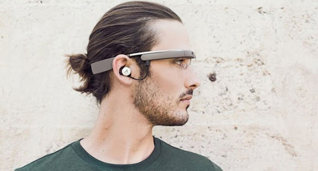 users-google-glass-recommend-friends-buyers-smart-glasses-raqwe.com-01