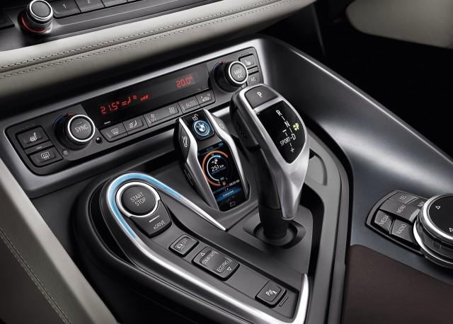 hybrid-bmw-i8-receive-unusual-key-fob-display-raqwe.com-03