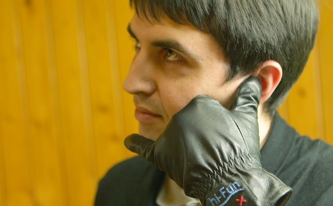 smart-gloves-hi-call-great-gift-holidays-raqwe.com-01