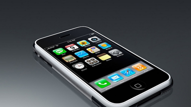 handheld-devices-living-minds-apple-employees-raqwe.com-01